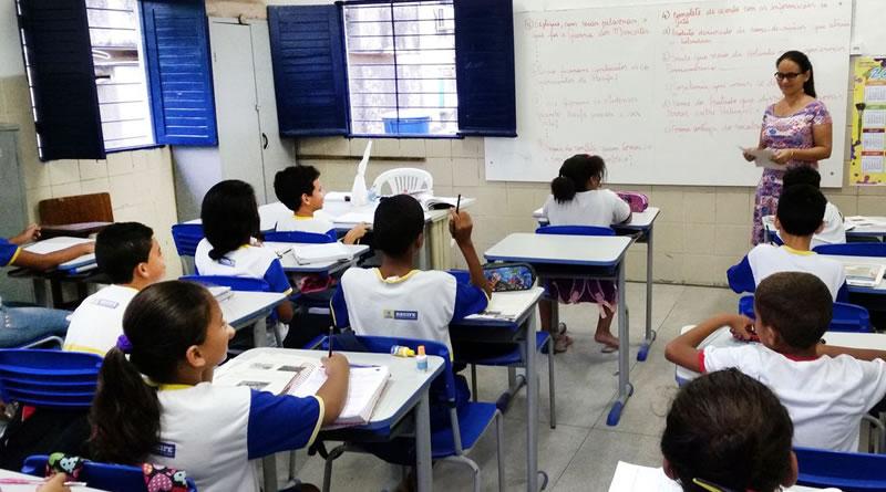 Participação de pais na vida escolar melhora desempenho dos filhos