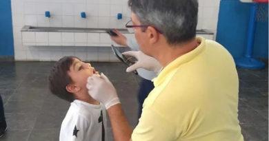 Kits de higiene bucal são distribuídos nas escolas