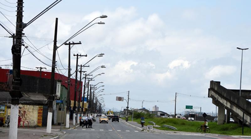 Nova iluminação é instalada em vias marginais à Rodovia Manoel da Nóbrega