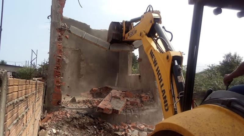 Prefeitura realiza operação de combate a moradias irregulares