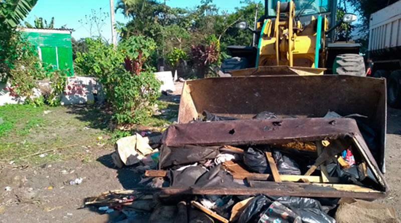 Comunidade em área de congelamento urbano de Praia Grande é beneficiada com serviços de limpeza e manutenções