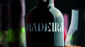 Vinho Madeira: conheça as curiosidades dessa bebida imortal