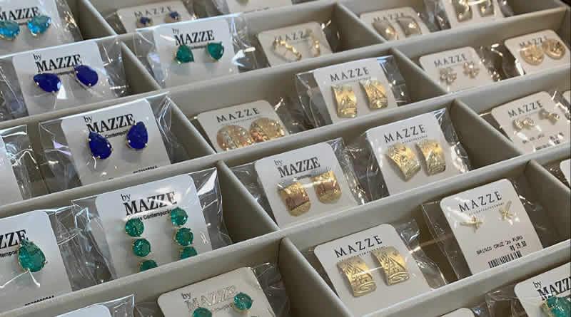 Bióloga complementa renda em R$ 4 mil por mês vendendo jóias pela internet